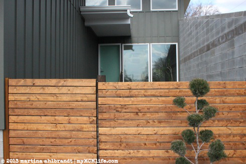 ... DIY: Modern Wood Fence and Gate (Courtyard Edition) - myMCMlife.com ...